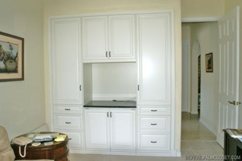 Built-in-designs-by-Royal-Palm-Custom-Cabinets-10-1024x682